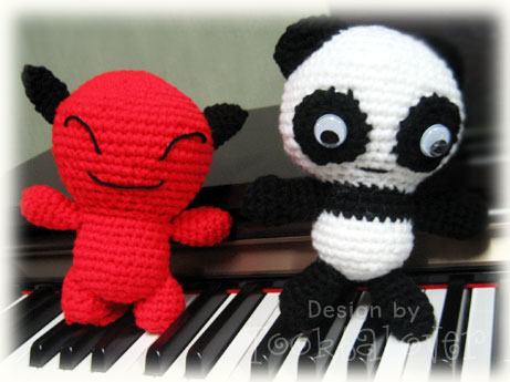 ตุ๊กตาถักหมีแพนด้า & red devil
