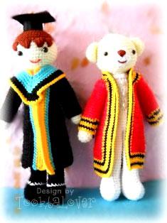 ตุ๊กตาถักไหมพรมชุดรับปริญญาพระจอมและรามคำแหง