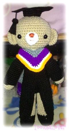 ตุ๊กตาน้องหมีใส่ชุดครุยม.บูรพา